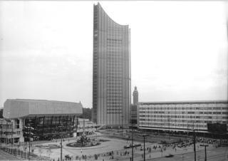"""Leipzig, Karl-Marx-Platz, Universitätshochhaus, """"Neues Gewandhaus"""""""